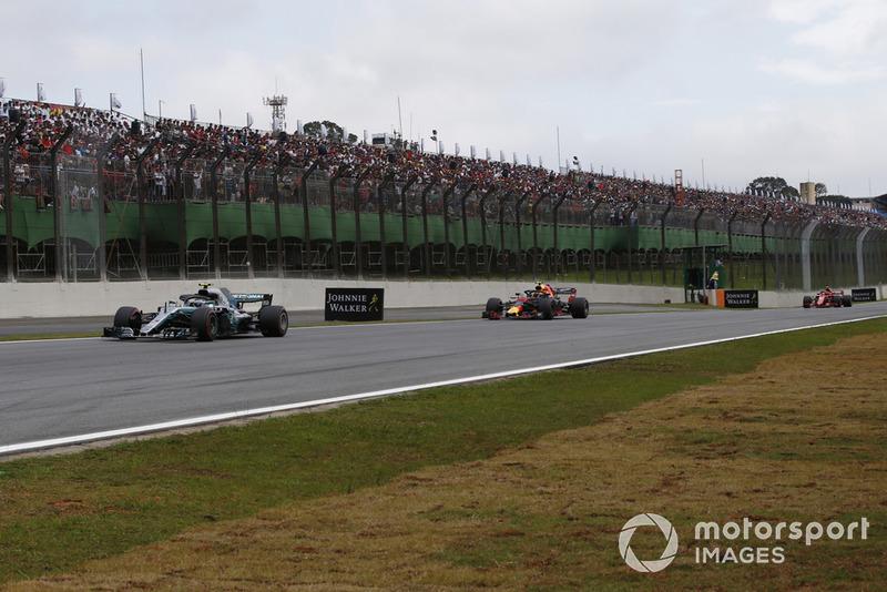 Valtteri Bottas, Mercedes AMG F1 W09 EQ Power+ ve Max Verstappen, Red Bull Racing RB14 ve Kimi Raikkonen, Ferrari SF71H