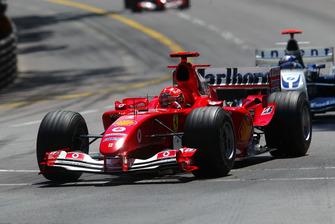 Michael Schumacher, Ferrari F2004; Juan Pablo Montoya, Williams BMW FW26