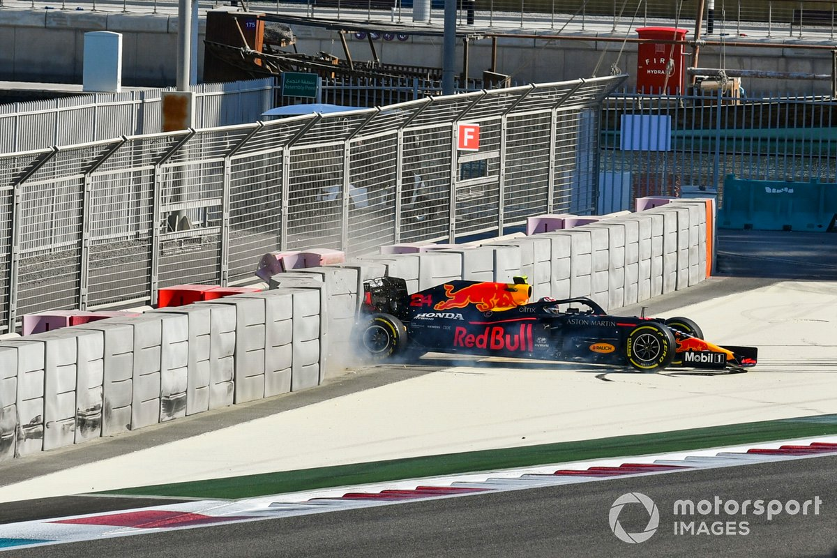 Sebastien Buemi, Red Bull Racing RB16 crashing into the barrier