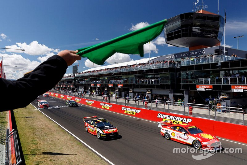 Scott McLaughlin, DJR Team Penske Ford leads at the start of the race