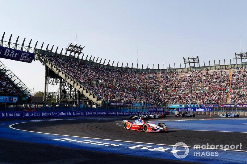 Pascal Wehrlein, Mahindra Racing, al comando alla partenza della gara