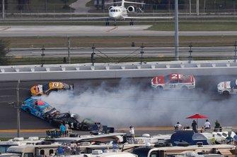 Choque de Kurt Busch, Chip Ganassi Racing Chevrolet, Darrell Wallace Jr., Richard Petty Motorsports Chevrolet
