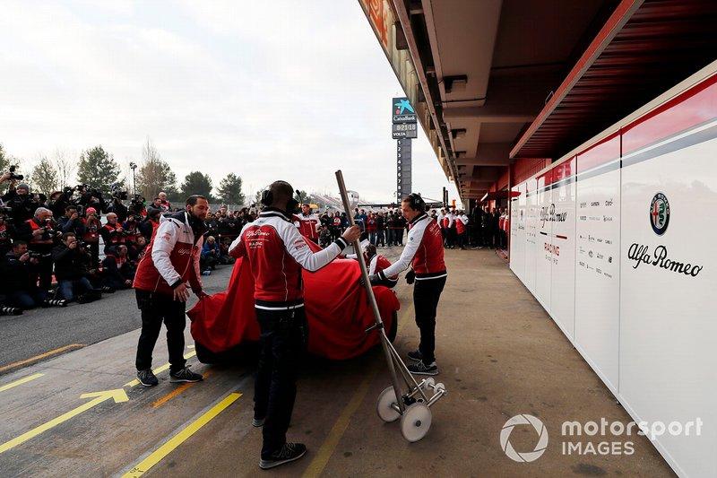 Механіки і Alfa Romeo Racing C38