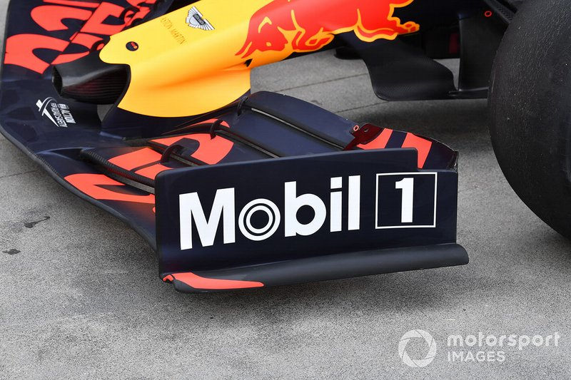 Red Bull Racing RB15'in ön kanat kenar plakası