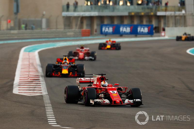 Sebastian Vettel, Ferrari SF70H, Daniel Ricciardo, Red Bull Racing RB13, Kimi Raikkonen, Ferrari SF7