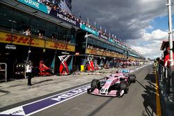 Esteban Ocon, Force India VJM11 Mercedes, au stand