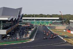 Старт гонки: лидируют Педро Пике и Джулиано Алези, Trident