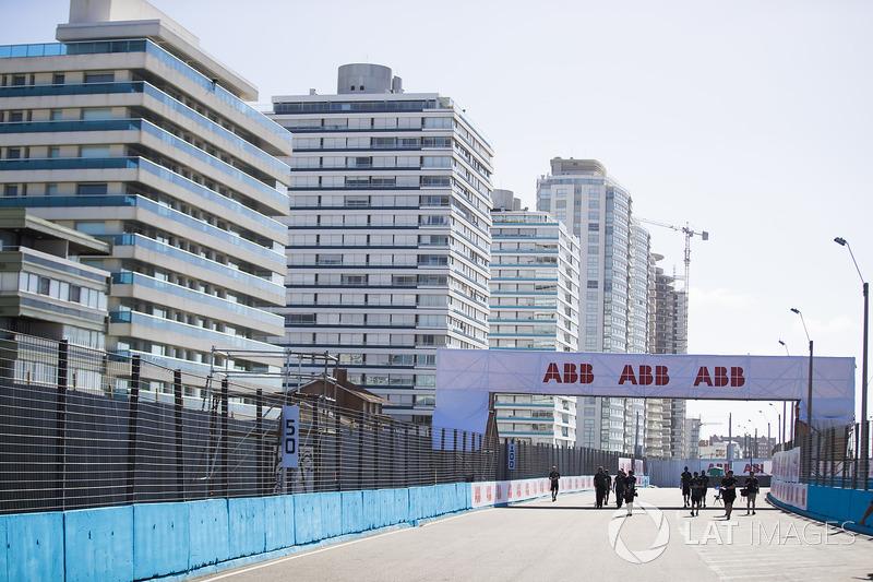Nelson Piquet Jr., Jaguar Racing, walks the track