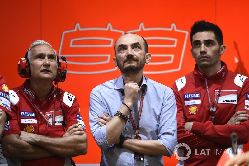 Давіде Тардоцці, керівник команди Ducati Team, Клаудіо Доменікале, генеральний директор Ducati, Мікеле Пірро, тест-пілот Ducati