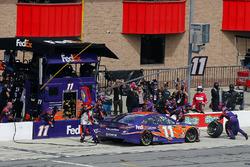 Denny Hamlin, Joe Gibbs Racing, Toyota Camry FedEx Express pit stop