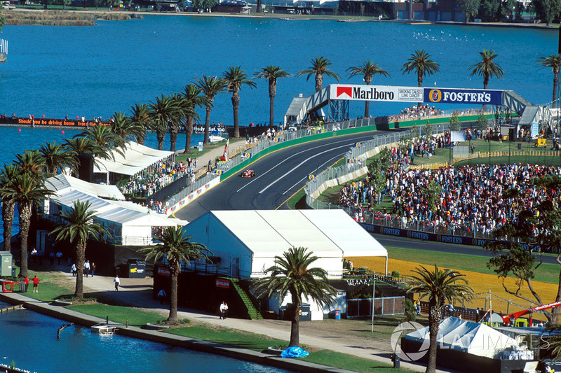 Сезон-1998 по еще только зарождавшейся традиции в Формуле 1 начался в Мельбурне на трассе «Альберт-Парк»