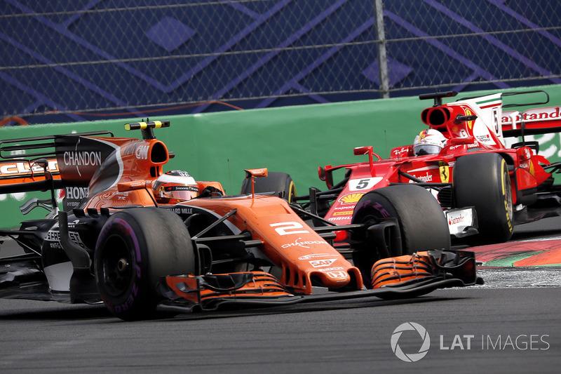 Sebastian Vettel, Ferrari SF70H y Stoffel Vandoorne, McLaren MCL32