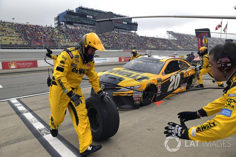 Erik Jones, Joe Gibbs Racing, Toyota Camry DeWalt