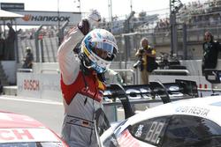 El ganador de la carrera René Rast, Audi Sport Team Rosberg