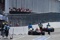 Crash: Lewis Hamilton, McLaren MP4-23; Kimi Räikkönen, Ferrari F2008
