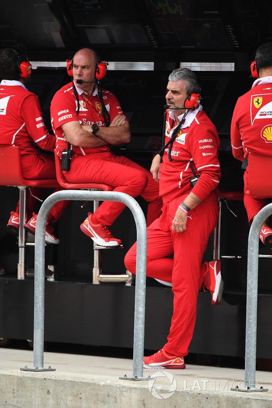 Jock Clear, ingénieur en chef Ferrari et Maurizio Arrivabene, directeur