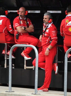 Jock Clear, Ferrari Chief Engineer ve Maurizio Arrivabene, Ferrari Team Principal