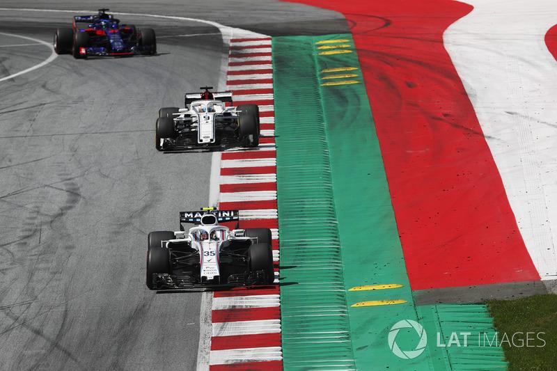 Sergey Sirotkin, Williams FW41, devant Marcus Ericsson, Sauber C37 et Brendon Hartley, Toro Rosso STR13