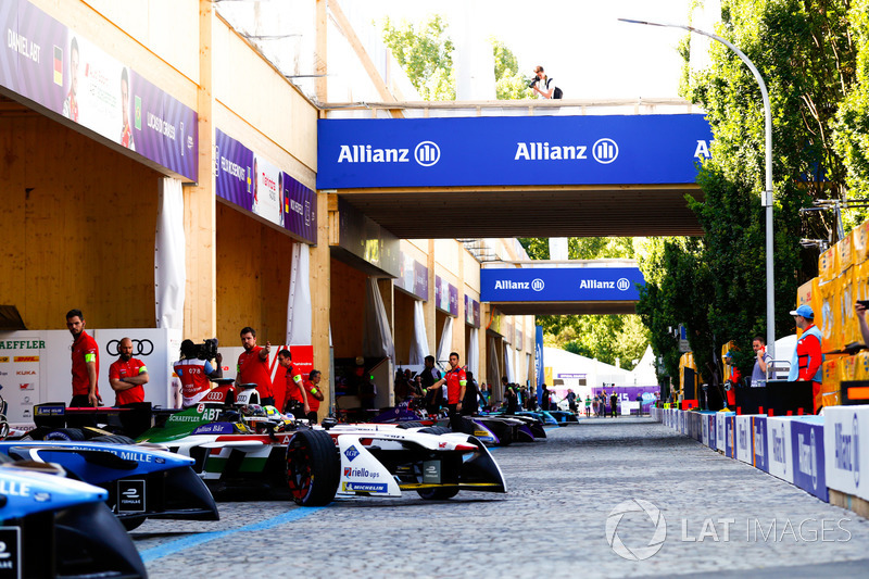 Daniel Abt, Audi Sport ABT Schaeffler, leaves his garage