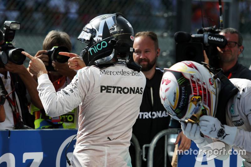 Yarış galibi Nico Rosberg, Mercedes AMG F1 ve Lewis Hamilton, Mercedes AMG F1 W07 Hybrid