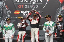 Pro-Am-Podium: Sieger #87 AKKA ASP, Mercedes AMG GT3: Jean-Luc Beaubelique, Morgan Moullin-Traffort;
