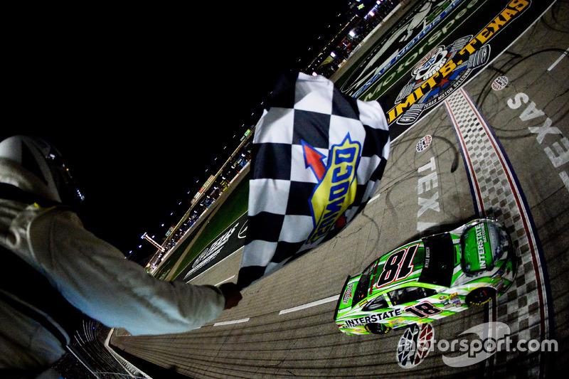 Checkered flag for Kyle Busch, Joe Gibbs Racing Toyota