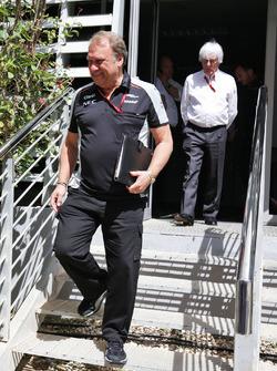 Роберт Френли, руководитель Sahara Force India F1 Team Deputy и Берни Экклстоун