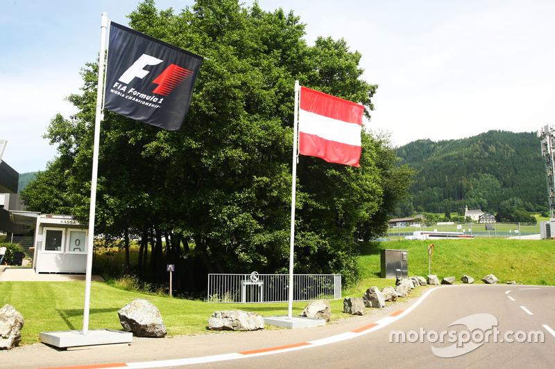 Avusturya ve F1 bayrakları