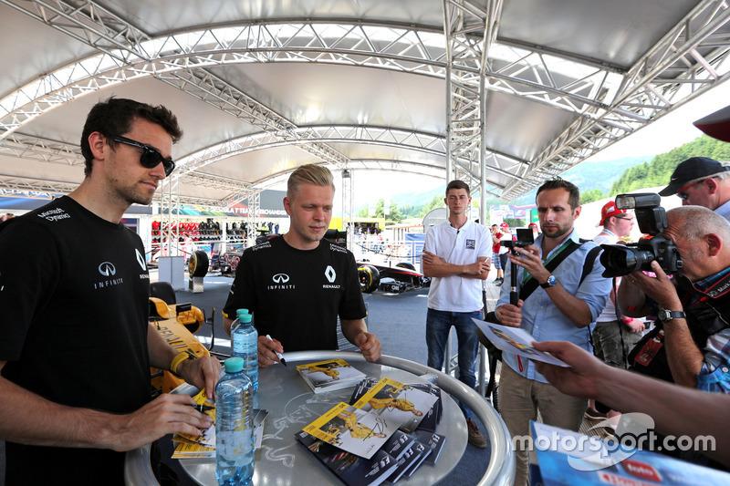 Jolyon Palmer, Renault Sport F1 Team ve Kevin Magnussen, Renault Sport F1 Team