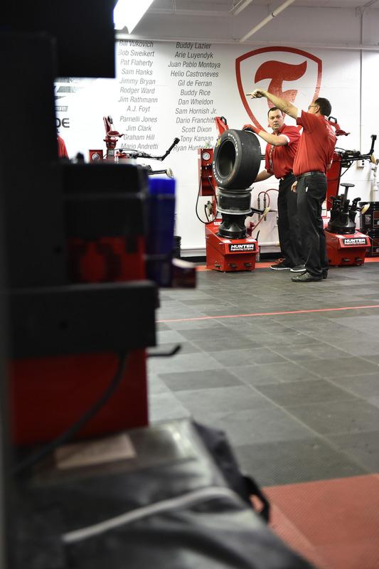 Firestone-Reifentechniker