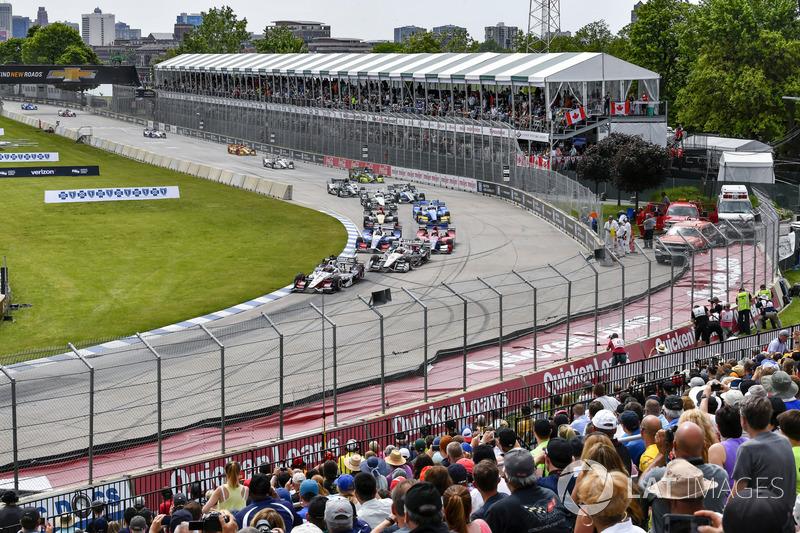 В первой гонке Алешин стартовал лишь 20-м (худший стартовый результат в году), а финишировал шестым, показав лучший результат в сезоне