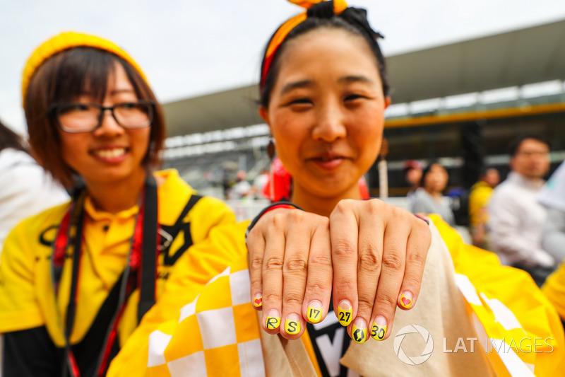 Уболівальниці Renault Sport F1 Team