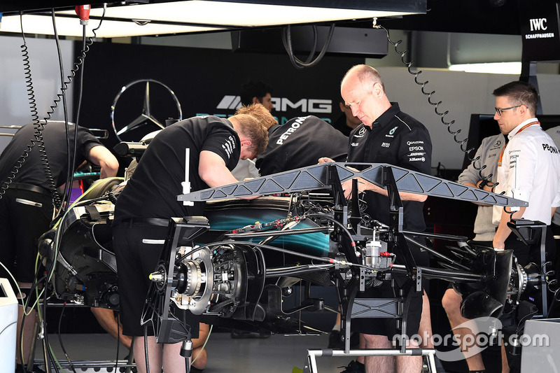 Gallery key f1 tech spy shots at russian gp for Mercedes garage 93