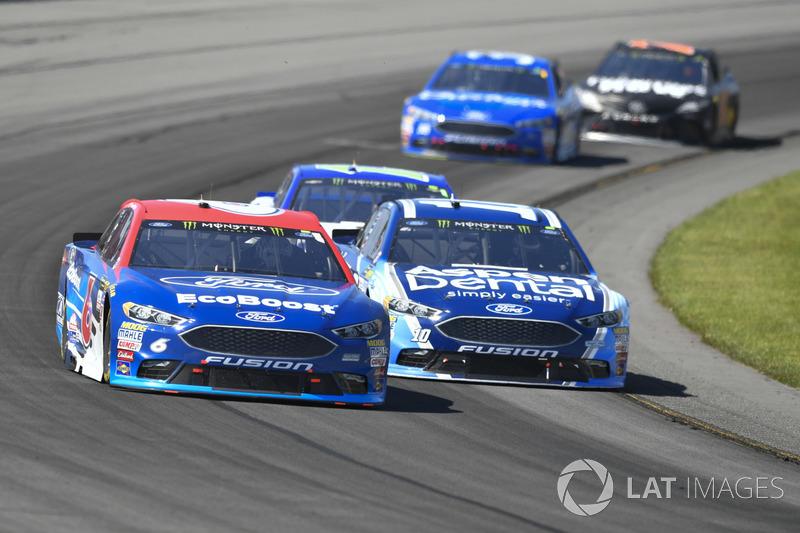 Trevor Bayne, Roush Fenway Racing Ford, Danica Patrick, Stewart-Haas Racing Ford