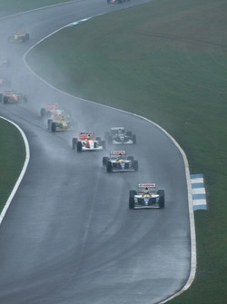 Alain Prost, Williams FW15C Renault, vor Damon Hill, Williams FW15C Renault, und Ayrton Senna, McLaren MP4/8 Ford