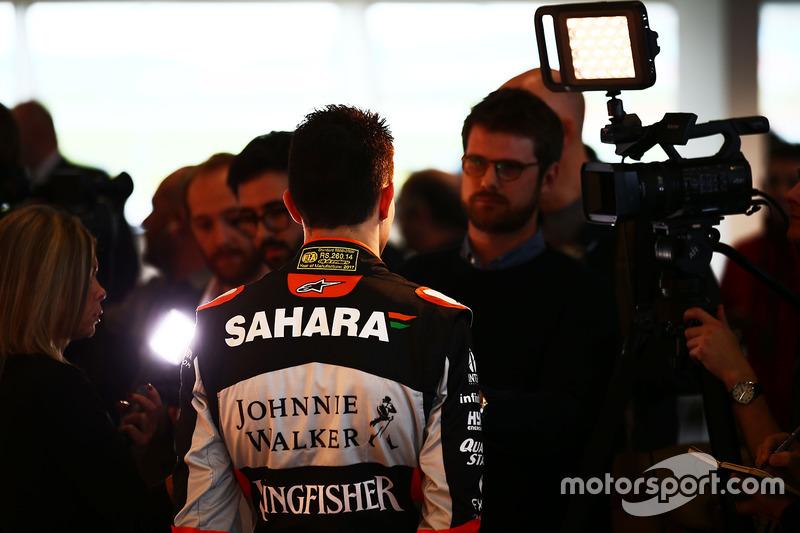 Esteban Ocon, Sahara Force India F1 Team, mit der Presse