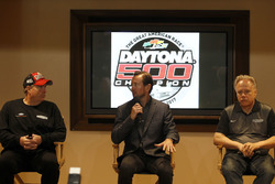Tony Gibson, Crew chief; Kurt Busch, Stewart-Haas Racing Ford; Gene Haas, Team owner Stewart-Haas Racing