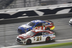 Ryan Blaney, Wood Brothers Racing Ford; David Ragan, Front Row Motorsports Ford