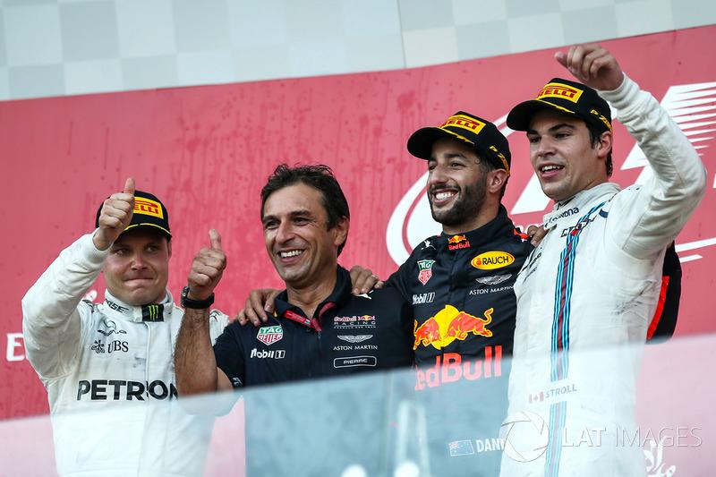Podio: segundo lugar Valtteri Bottas, Mercedes AMG F1, ganador de la carrera Daniel Ricciardo, Red Bull Racing, y el tercer lugar Lance Stroll, Williams