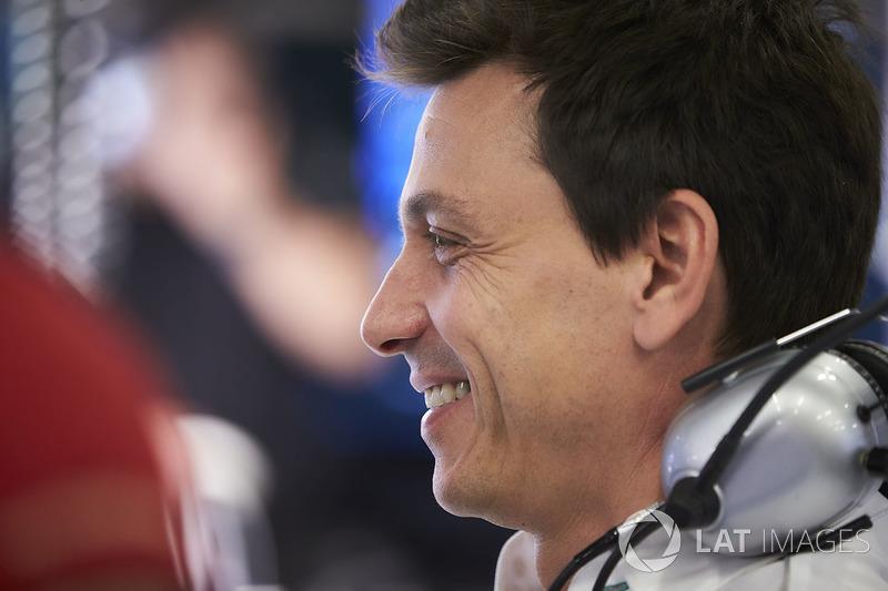"""O chefe da Mercedes, Toto Wolff, já se mostrava satisfeito com o desempenho de Bottas: """"Sua permanência na equipe em 2018 é algo quase automático."""""""