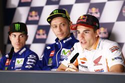 Maverick Vinales et Valentino Rossi regardent Marc Marquez, Repsol Honda Team