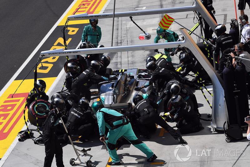 Valtteri Bottas, Mercedes-Benz F1 W08 Hybrid pit stop