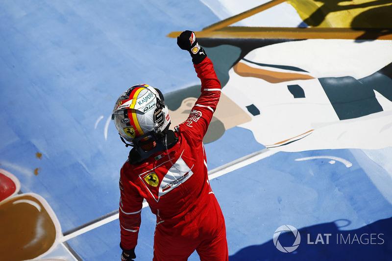 A vitória na Hungria o permitiu entrar nas férias em alta: agora, o alemão possui 14 pontos de vantagem para Hamilton.