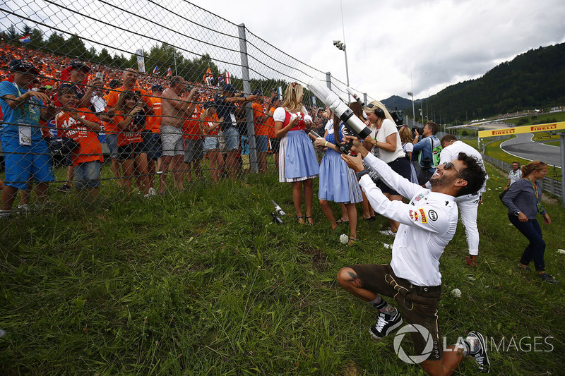 Daniel Ricciardo, Red Bull Racing, fires t-shirts in to the crowd
