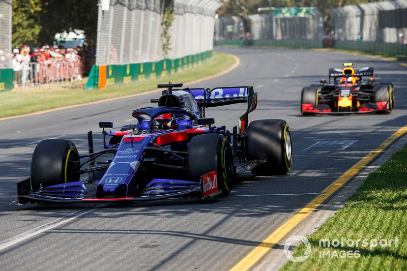Daniil Kvyat, Toro Rosso STR14, leads Pierre Gasly, Red Bull Racing RB15