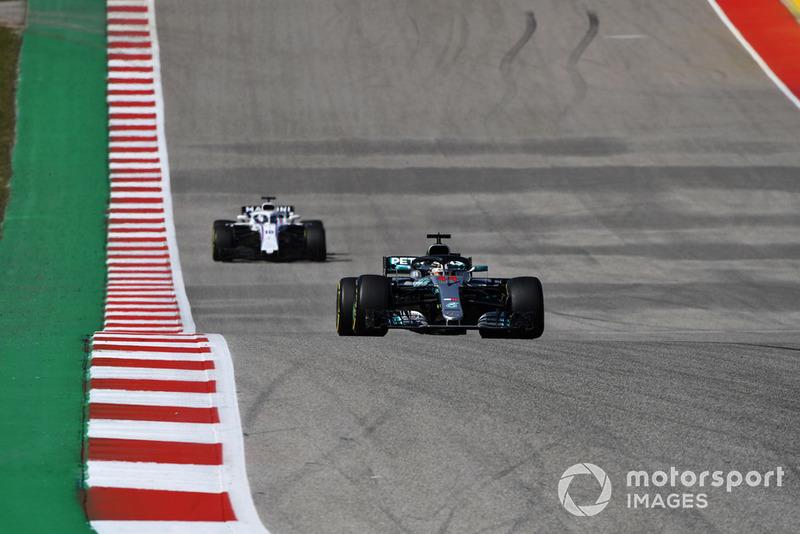 Lewis Hamilton, Mercedes AMG F1 W09 EQ Power+ y Lance Stroll, Williams FW41