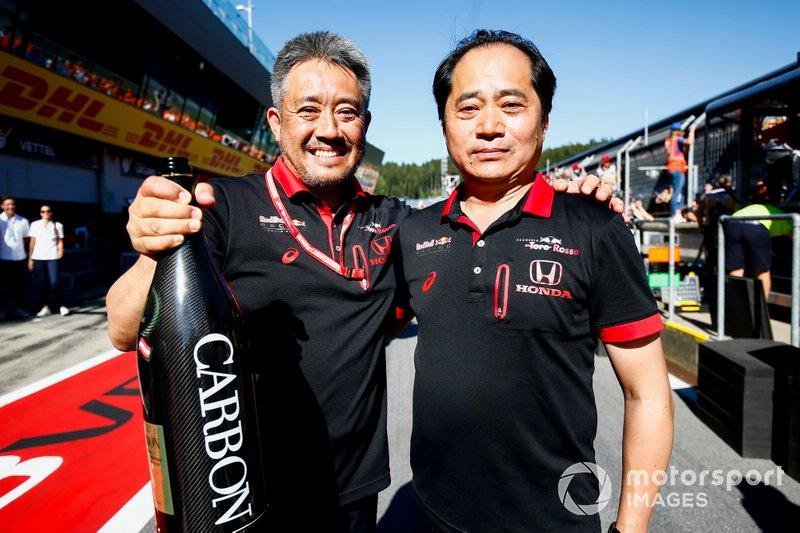 Yamamoto, General Manager Honda Motorsport, e Tanabe, F1 DT Honda, festeggiano il ritorno alla vittoria in Austria