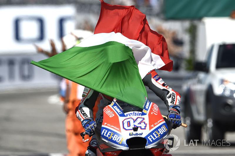 Переможець Андреа Довіціозо, Ducati Team з італійським прапором