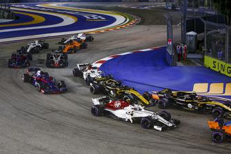 Charles Leclerc, Sauber C37, Carlos Sainz Jr., Renault Sport F1 Team R.S. 18, Nico Hulkenberg, Renault Sport F1 Team R.S. 18, Marcus Ericsson, Sauber C37 and Pierre Gasly, Scuderia Toro Rosso STR13