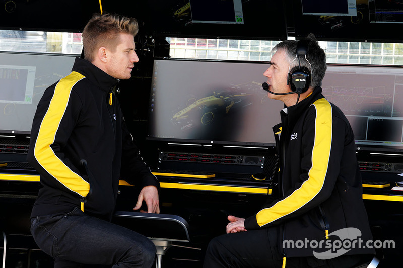 Nico Hulkenberg, Renault Sport F1 Team with Nick Chester, Renault Sport F1 Team Chassis Technical Director